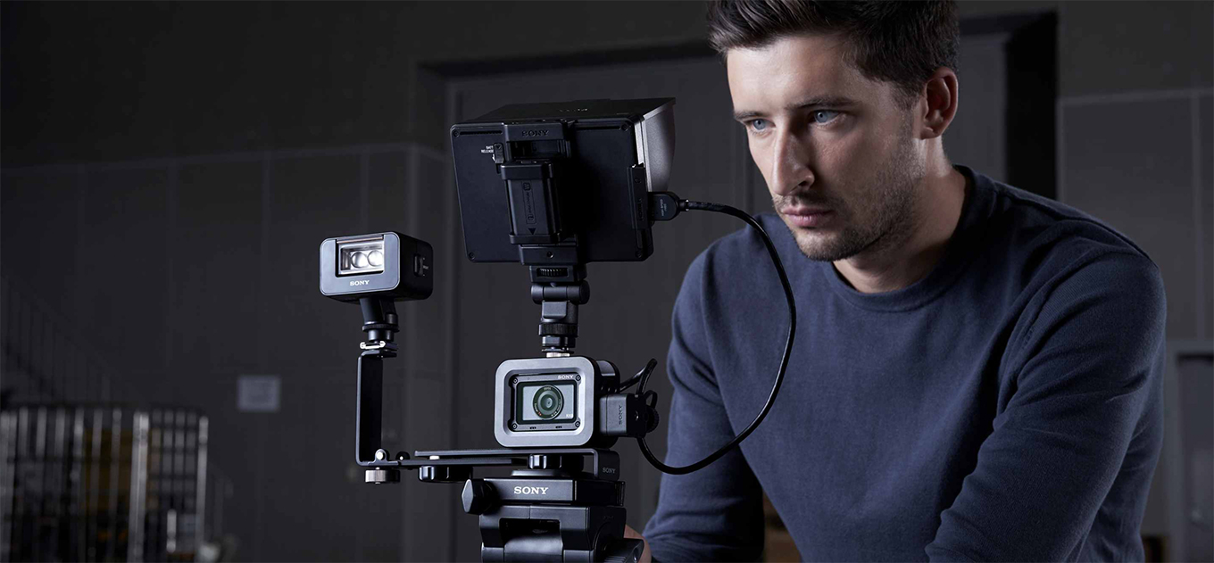 Uncompressed high-quality 4K data can be recorded on an external recorder.